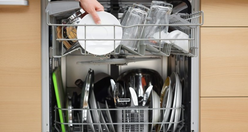 HOW TO AVOID A DISHWASHER CLOG